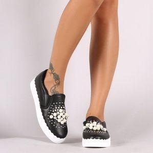 🎲 Black Sneakers of Pearls 👟